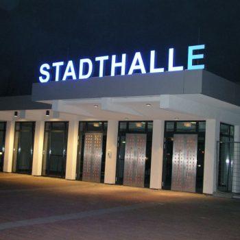Lichtwerbung Stadthalle