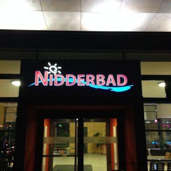 Lichtwerbung Firmenschild Fassade Nidderau Bad Nacht