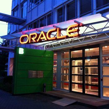 Firmenschild Lichtwerbung Oracle