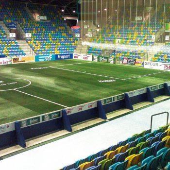 Bandenwerbung Indoor-Fußballplatz