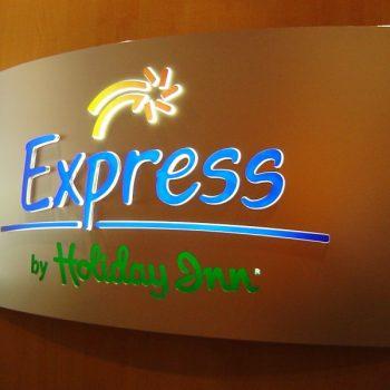 Lichtwerbung Firmenschild Express by Holiday Inn
